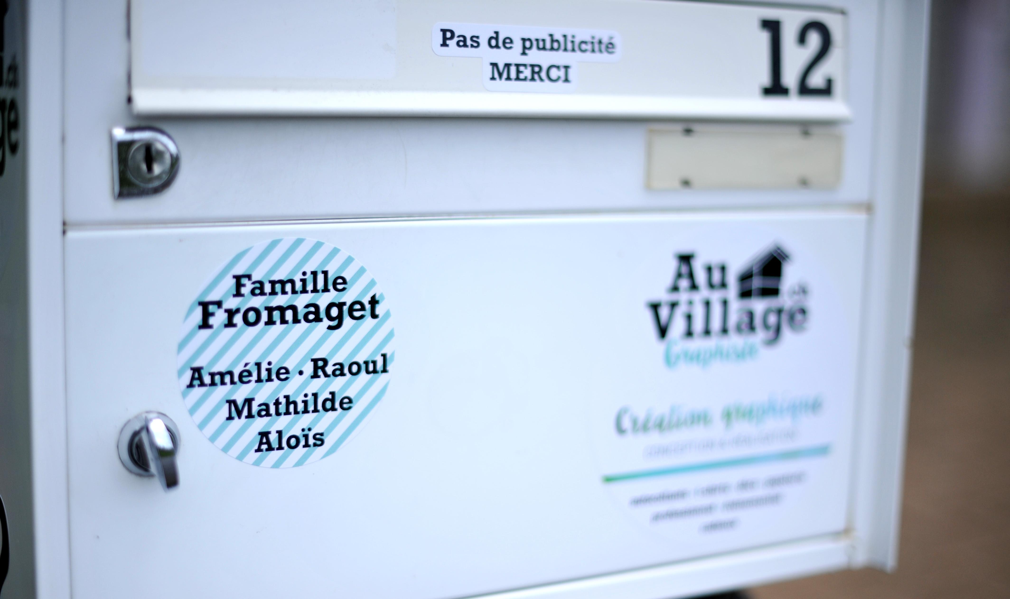 Autoc_rond_nom_famille_bte_lettre